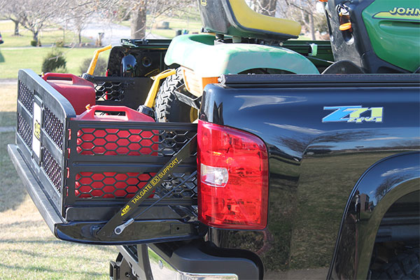 dg mfg tailgate support bar with x treme gate dg logo plaque3