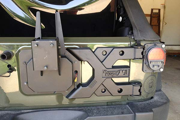 rugged-ridge-spartacus-tire-carrier-installed