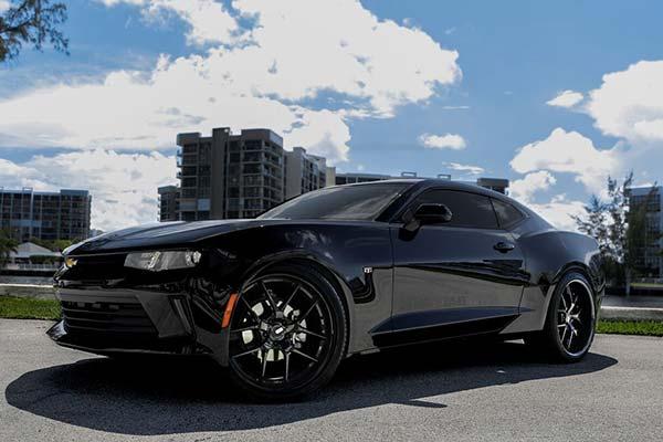 xo-luxury-athens-x140-wheels-gloss-blk-lifestyle1