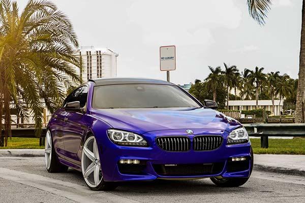 xo-luxury-st-thomas-x250-wheels-gloss-silver-chrome-stripe-lifestyle1