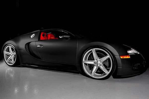 xo-luxury-st-thomas-x250-wheels-gloss-silver-chrome-stripe-lifestyle2