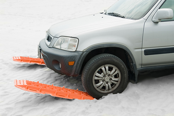 escaper buddy traction mats in use snow